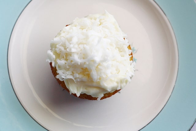 coconut frosted lemon cupcakes