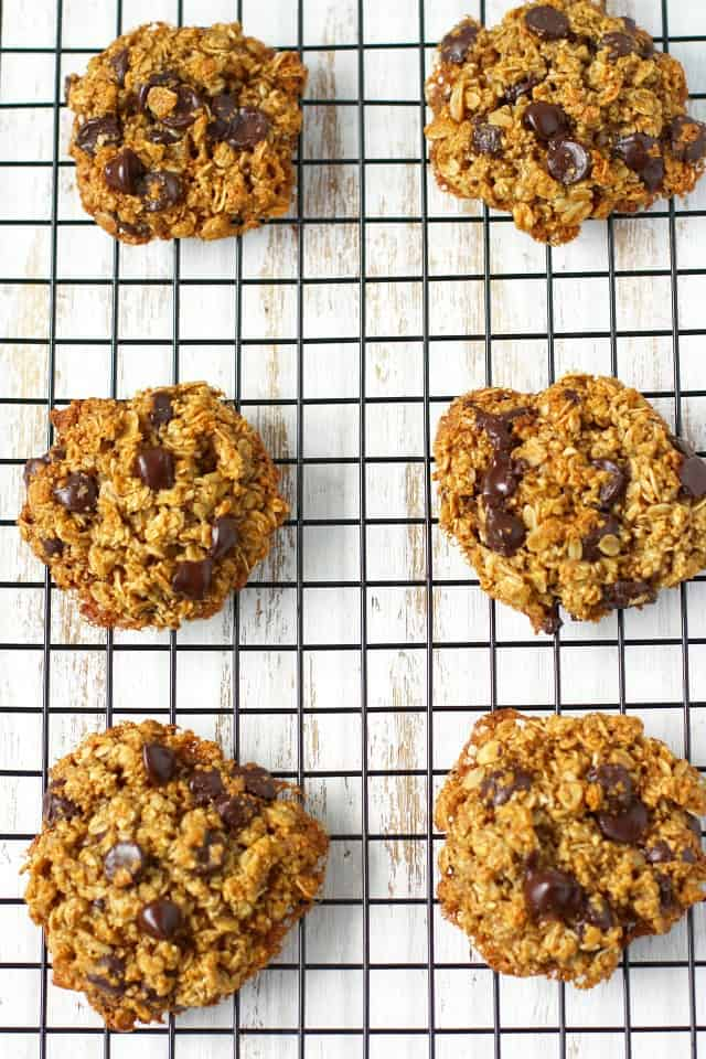 Healthy chocolate chip oatmeal cookies