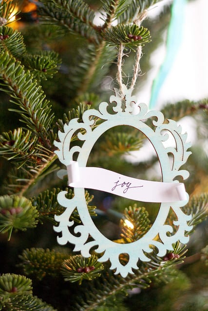Christmas tree with dainty lacy ornament DIY