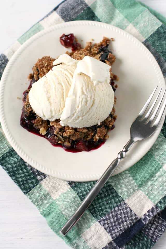 vegan peach berry crisp