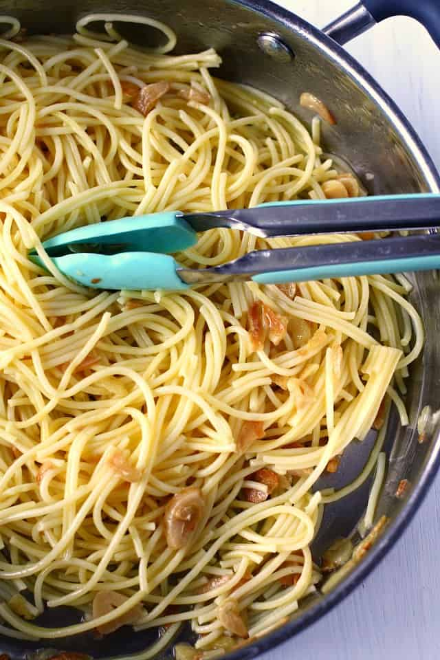 garlic spaghetti in pan