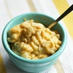 Gluten free and vegan macaroni and cheese! So good! www.theprettybee.com #vegan #gluten free #comfort food
