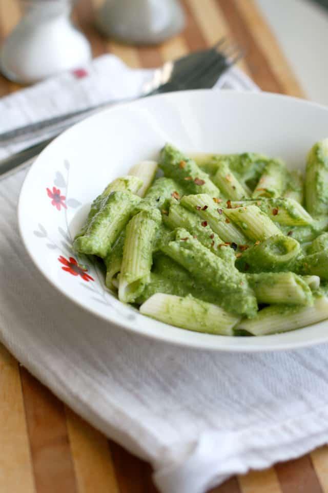dairy free creamy spinach pesto sauce .