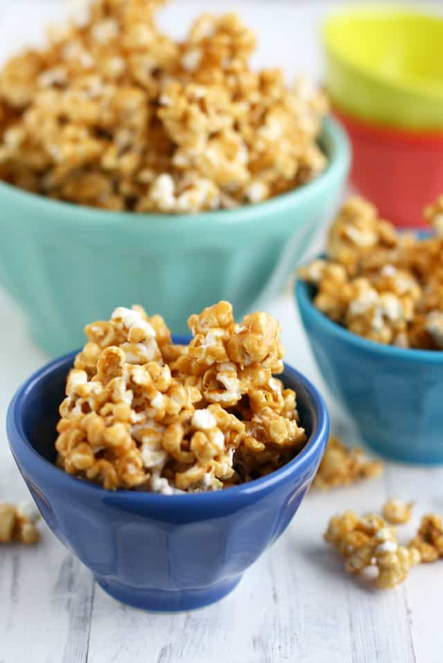 Vegan and nut free caramel corn. This caramel corn is so addictive! Very easy and delicious.