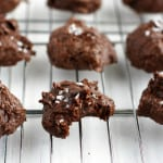 HEALTHY chocolate fudge cookies - grain free, refined sugar free, and just FIVE ingredients! #grainfree