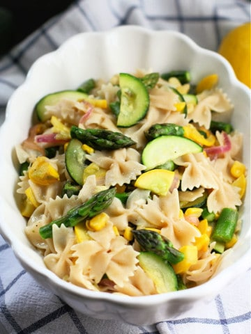 pasta with asparagus and zucchini in a white bowl