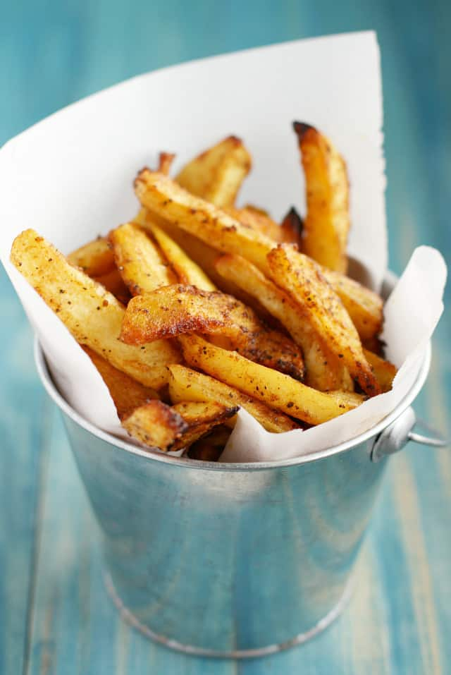 These baked oven fries are crispy, seasoned, and so delicious! Perfect with a burger! #comfortfood