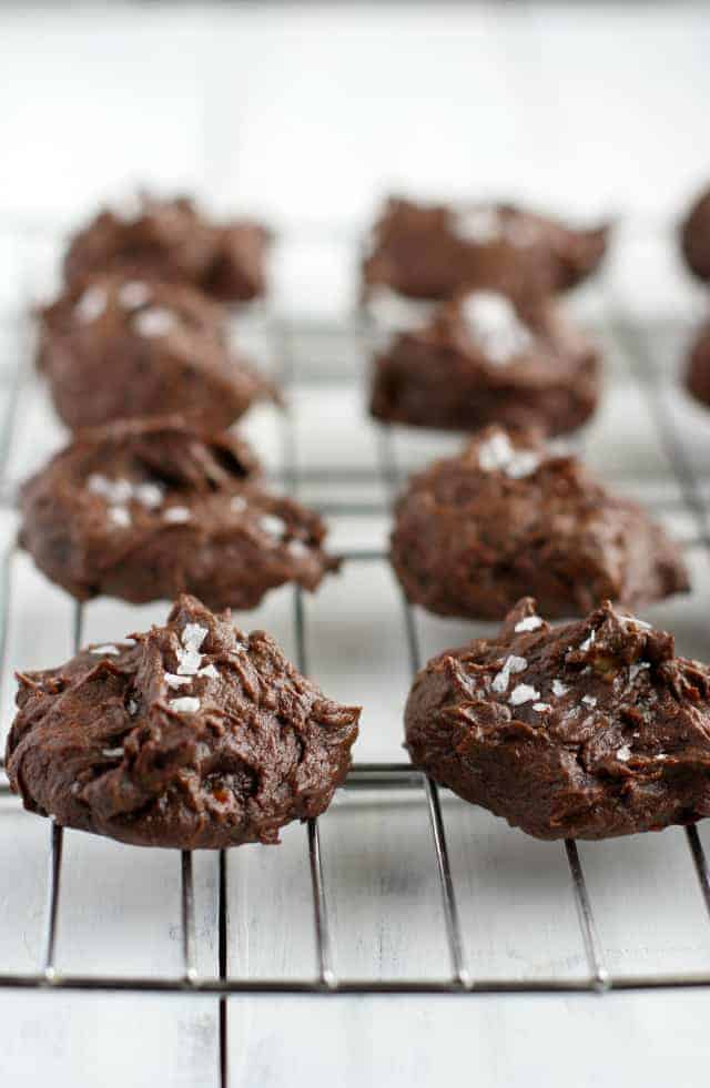 FIVE ingredient chocolate fudge cookies - these are so soft and delicious, and they are grain free and refined sugar free! A healthy treat! #grainfree