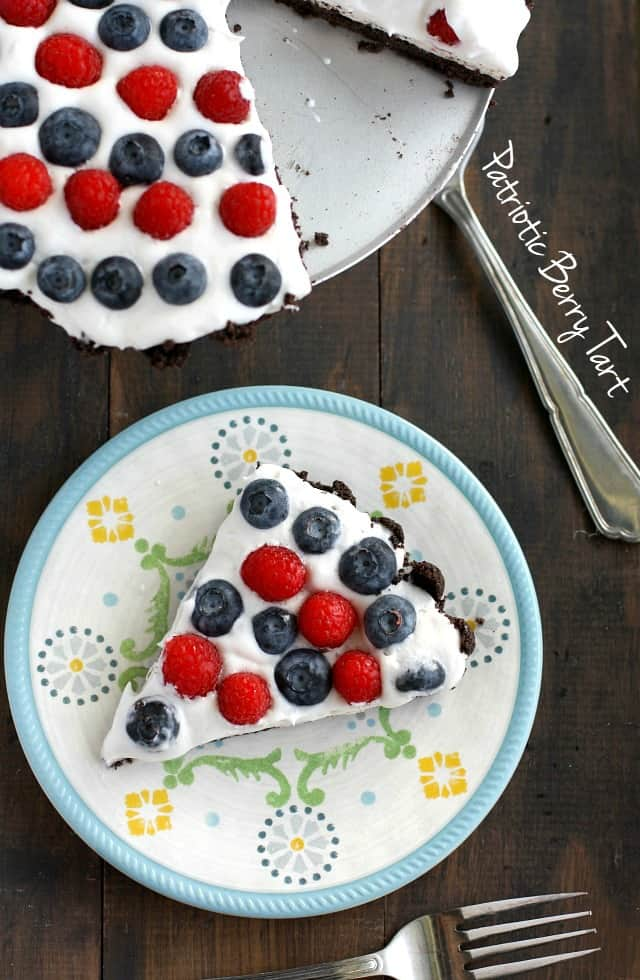 A fun and festive no-bake creamy tart with berries and an oreo cookie crust. Perfect for the 4th of July! #berries # nobake #patriotic