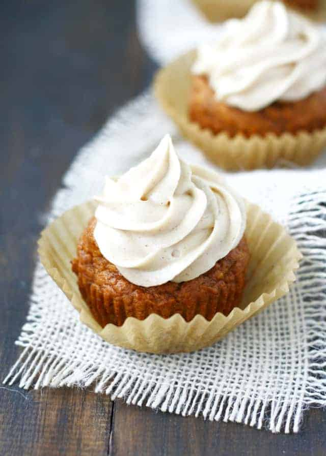 Pumpkin Spice Cupcakes with Cinnamon Buttercream. - The Pretty Bee