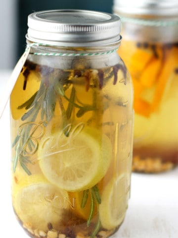 It's easy to create these DIY Mason Jar Stovetop Scents! A simple gift that will make the recipient's house smell amazing!