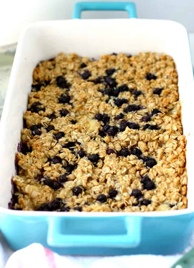 My family LOVES this baked oatmeal! A healthy make-ahead breakfast recipe - this banana blueberry baked oatmeal is a delicious way to start your day!
