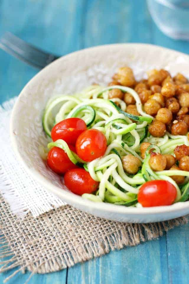 Garlic zoodles with fried chickpeas