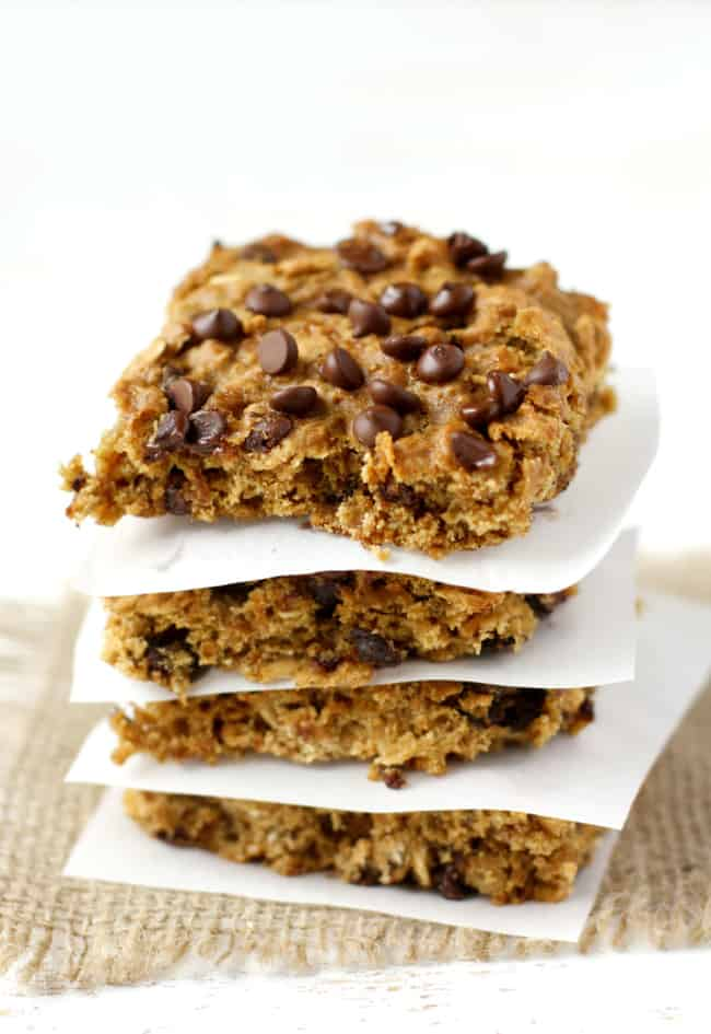 Easy and delicious banana oatmeal breakfast bars. These are gluten free, vegan, and allergy friendly!
