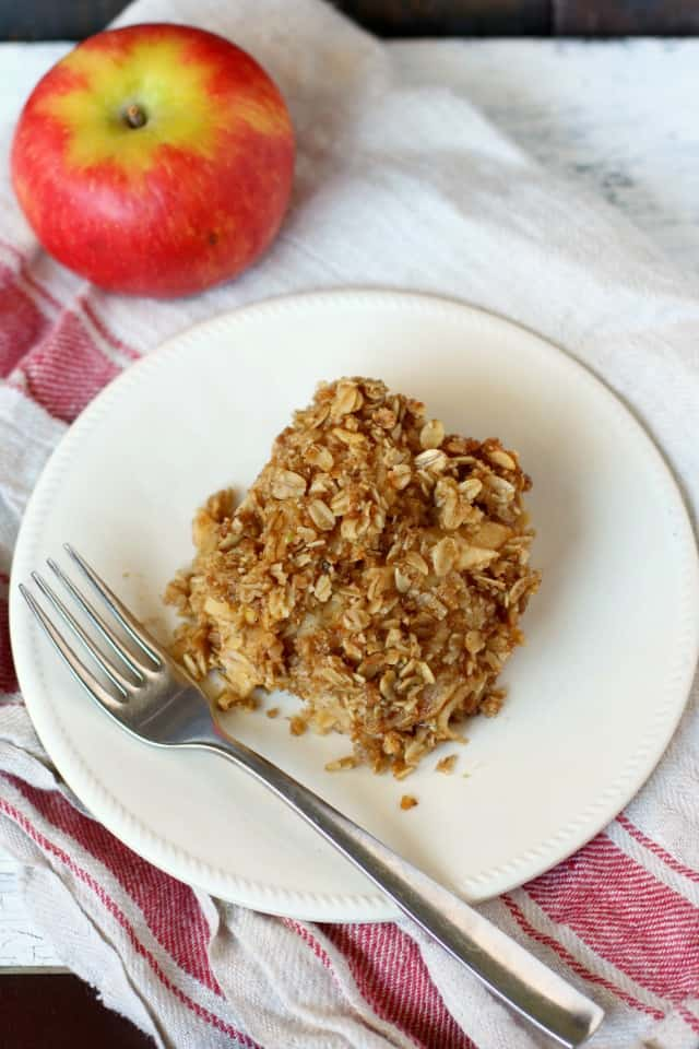 apple crisp bar with crumbly oat topping