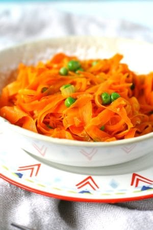 carrot noodles with peas and garlic