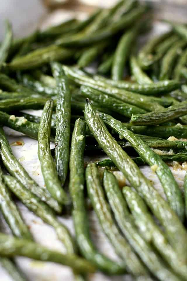 perfect garlic roasted green beans