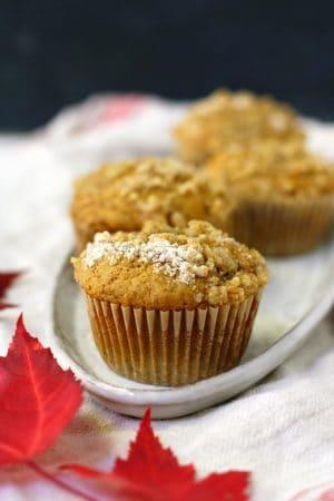 vegan pumpkin muffins with streusel