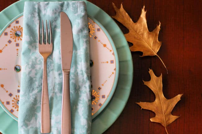 thanksgiving place setting with gold fall leaves
